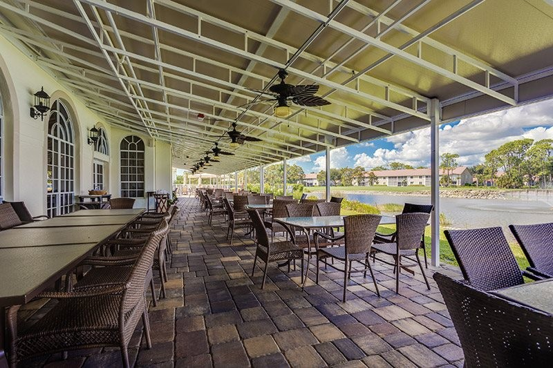 Clubhouse Dining Outdoors
